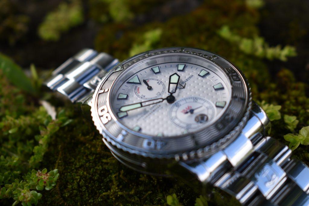 watch dealers make money